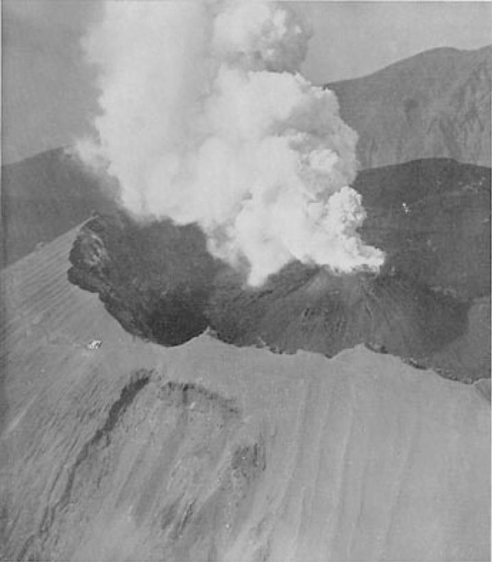 L'interno del cono del Vesuvio negli anni '30 (Imbò, 1949)