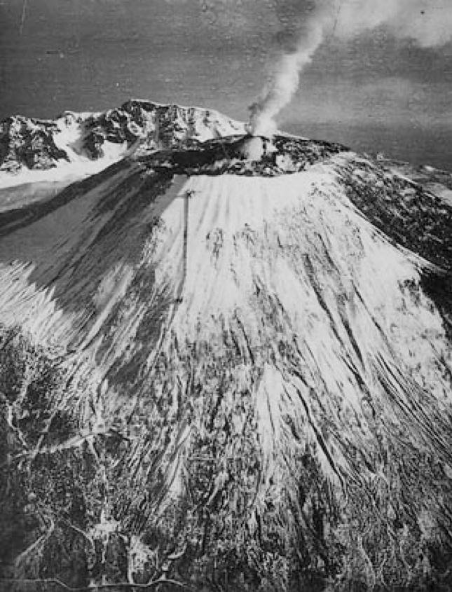 Il Vesuvio prima dell'eruzione del 1944 (da una foto d'epoca)